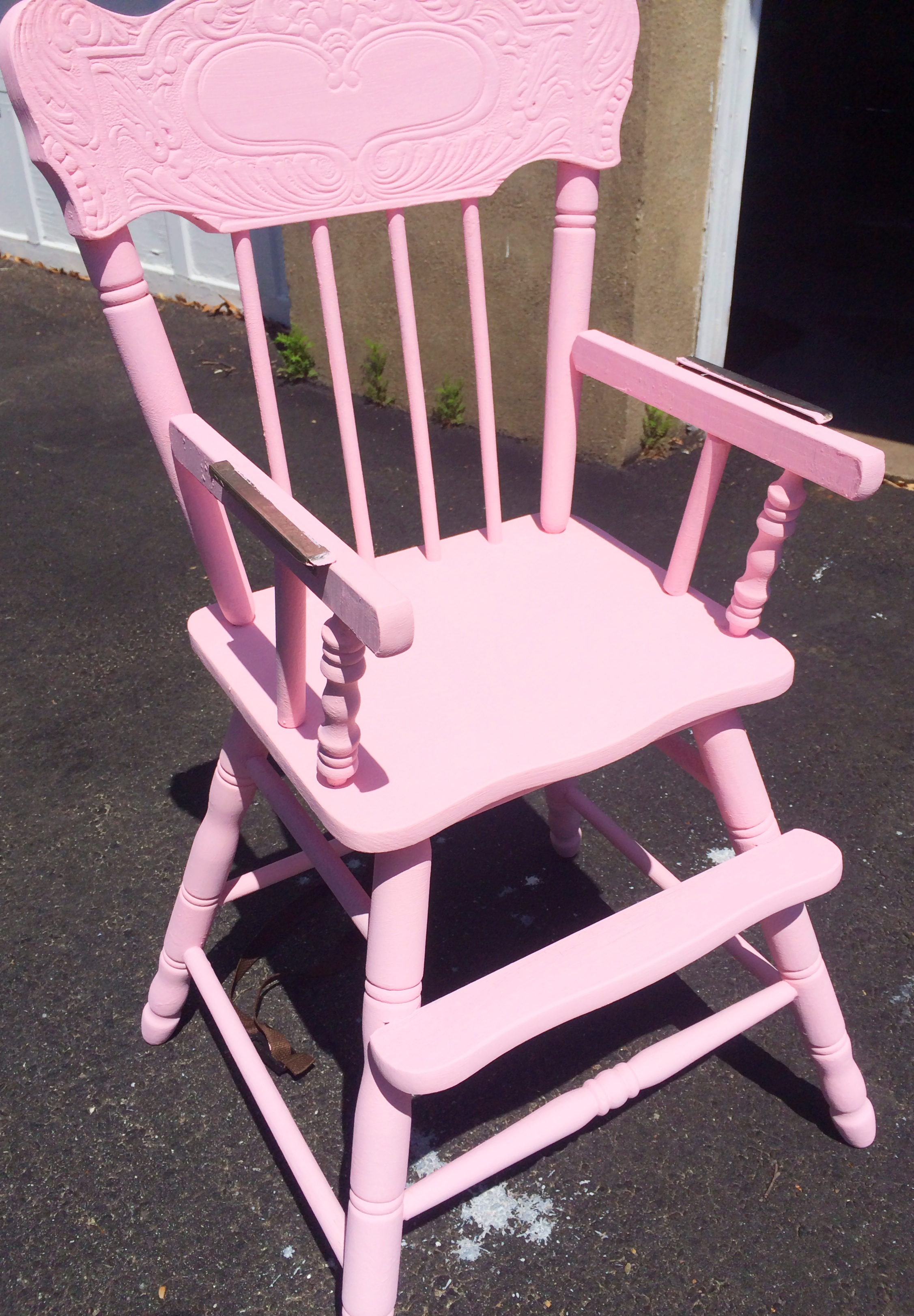 Distressed Wooden High Chair Tutorial In Pink – pumpkin rose